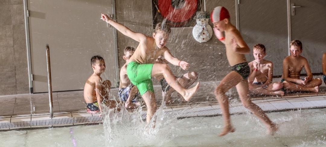 Watervoetbaltoernooi 1 zwembad Tijenraan