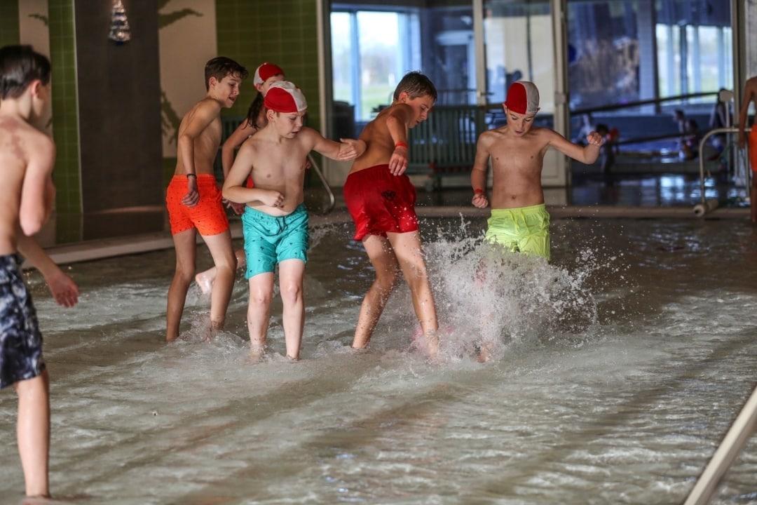 Watervoetbaltoernooi 2 zwembad Tijenraan