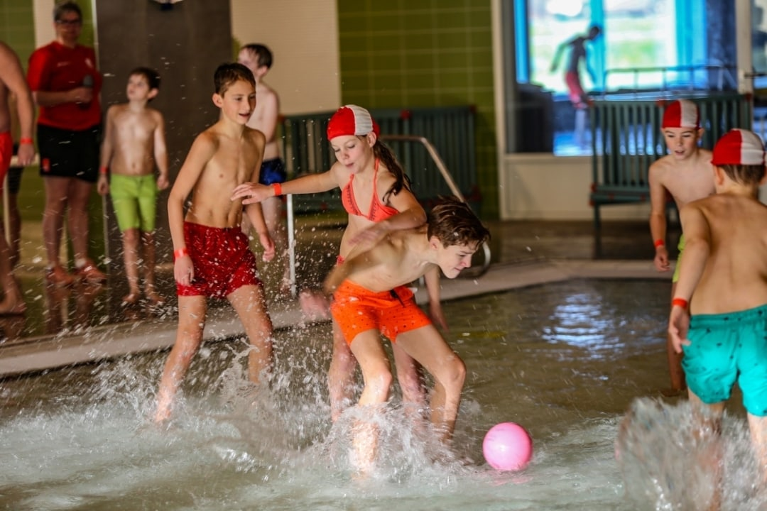Watervoetbaltoernooi 4 zwembad Tijenraan